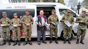 Biblioteca móvil de Nissan regala libros a soldados