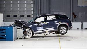 El IIHS choca por primera vez un auto a hidrógeno