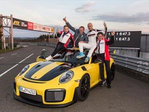 Video: Porsche 911 GT2 RS arrasa con todos los records en Nurburgring
