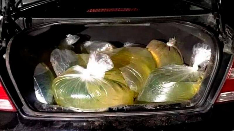 Piden a conductores no llenar bolsas de plástico con gasolina