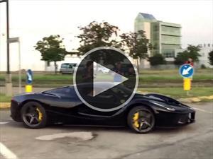 Este Ferrari LaFerrari casi choca