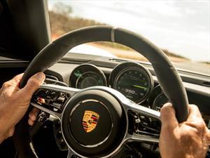 Porsche 918Sypder alcanza su velocidad máxima en una carretera australiana