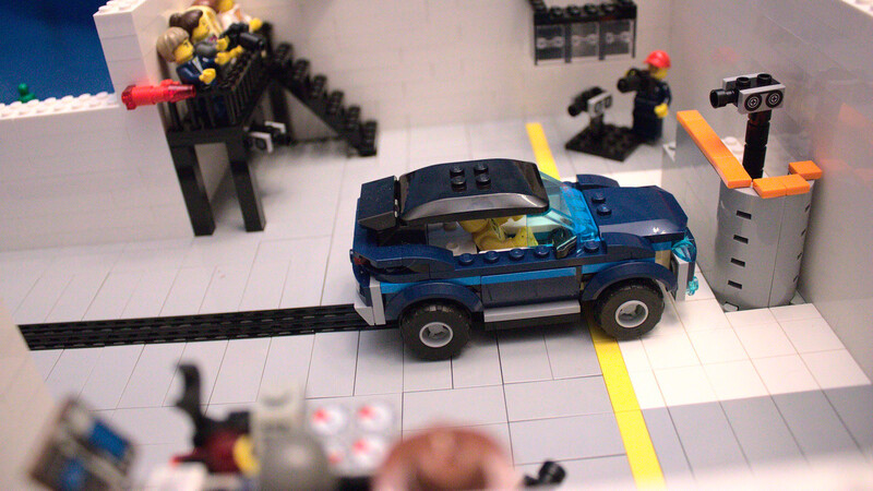 Crean curiosa prueba de choque con Legos