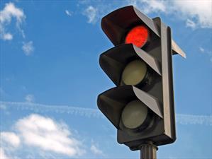 Top 10: Las ciudades de Estados Unidos más peligrosas para cruzar un semáforo en rojo