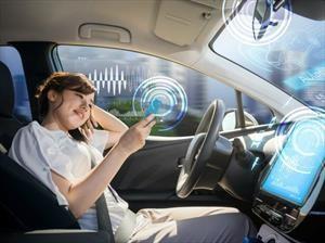Automovilistas aumentan su conciencia hacía la conducción autónoma, pero siguen sin confiar en ella