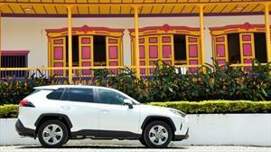 Latin NCAP entrega distinciones a directivos de Toyota por los buenos resultados que obtuvo RAV4