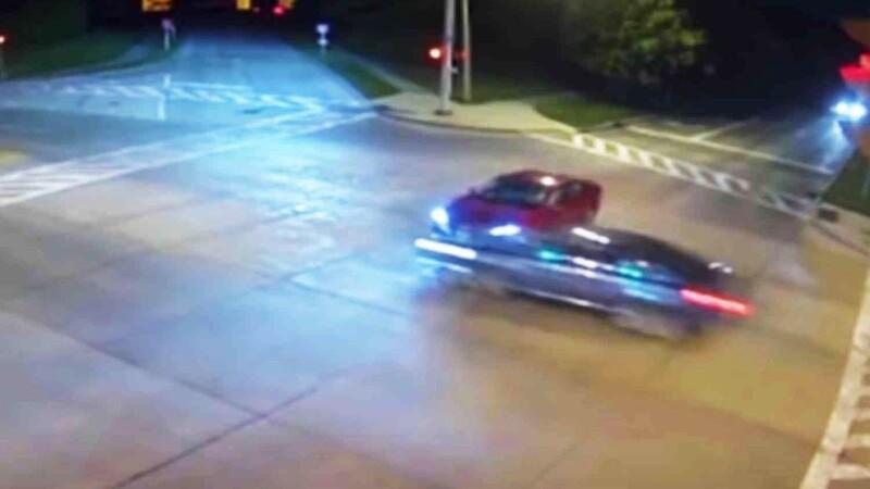 """Video: conductora deja que """"Dios tome el volante"""" para probar su fe y se estrella a 200 km/h"""