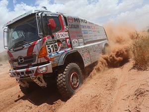 Hino calienta motores para el Dakar 2017