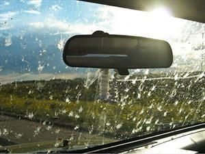 Aprende a limpiar el parabrisas de tu carro