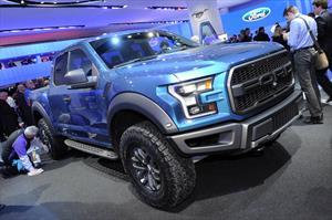 Ford Raptor 2017, ahora con motor EcoBoost y 10 velocidades