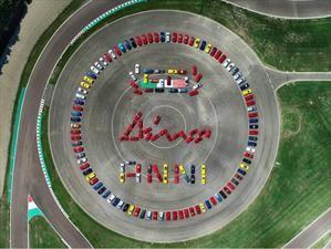 Ferrari festejó los 50 años de la Dino con una reunión enorme