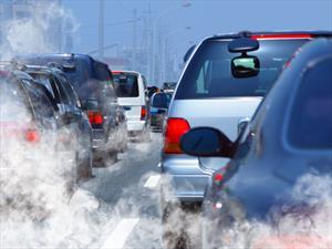 Manejar a baja velocidad contamina más
