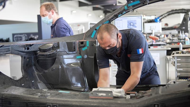 ¿Se reactiva la industria automotriz? No, simplemente Bugatti reanudó su producción