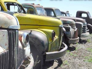 Excéntrica colección de más de 400 autos clásicos sale a la venta