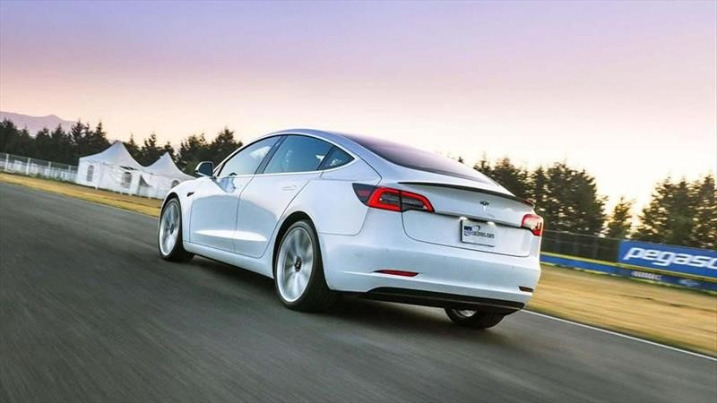 Tesla contará con un servicio de conducción 100% autónoma por suscripción