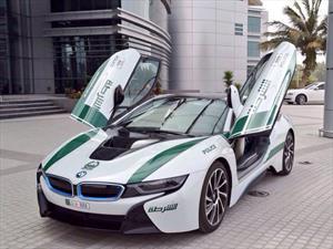 La policía de Dubái adiciona un BMW i8 a su impresionante flota