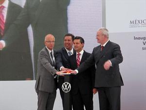 Volkswagen inaugura su planta de motores en Silao