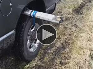 ¿Cómo sacar un auto del barro?