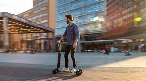 Audi e-tron en modo scooter