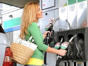 Bajan los precios de la gasolina en EE.UU.