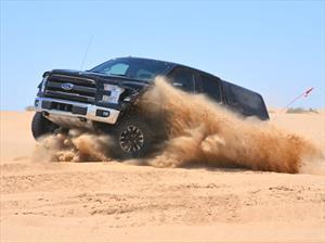 Ford F-150 Raptor 2017 demuestra su poderío en el desierto
