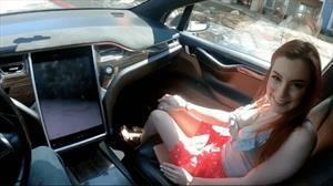 Grabaron una porno en un Tesla de manejo autónomo
