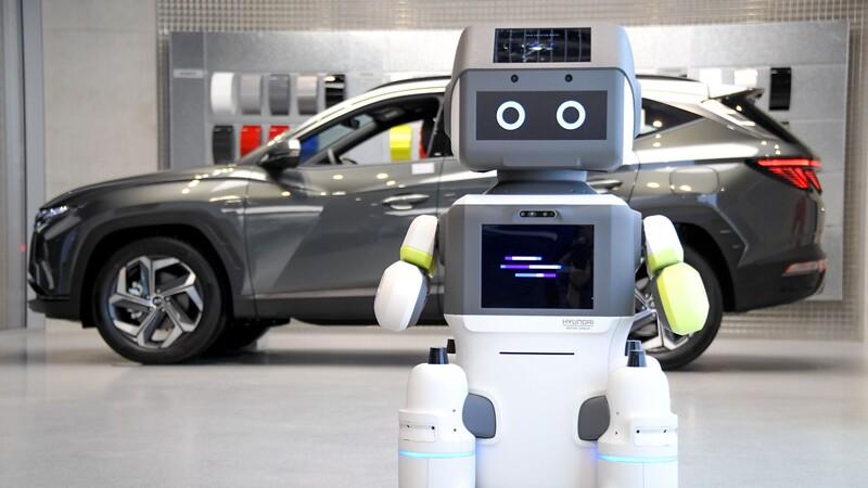 Hyundai Motor Group usa robot humanoide para atender concesionarios