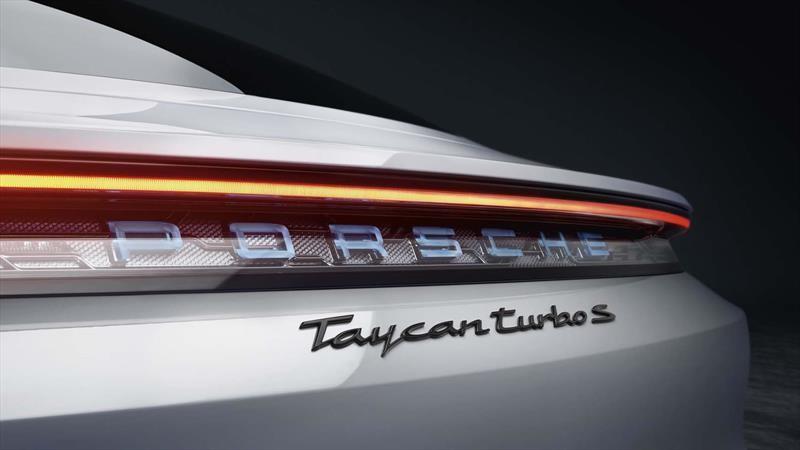 Porsche confirma llegada del Taycan en octubre, espera caída moderada en 2020