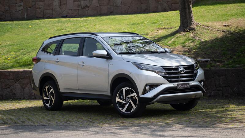 Toyota Rush 2021, una nueva alternativa entre los utilitarios de tres filas de asientos