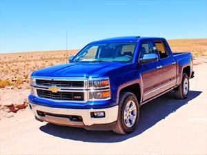 Chevrolet Silverado 2014: Alerta de Seguridad por eventual fuga de líquido en transmisión automática