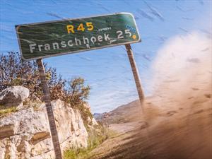 Un Mazda RX-8 hace drift en las montañas de Sudáfrica