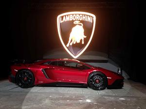Lamborghini Aventador LP 750-4 SV debuta