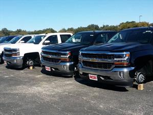 Roban 180 neumáticos de un distribuidor Chevrolet