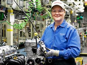 Manufacturing Institute reconoce la labor de dos mujeres que trabajan en Toyota EE. UU.