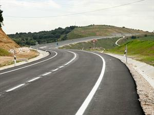 Cómo parar el auto al costado de la ruta con seguridad