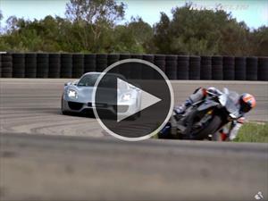 Porsche 918 Spyder Vs Yamaha YZF-R1 ¿quién ganará?