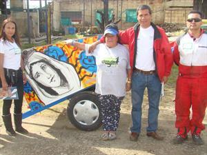 Bridgestone de Colombia participa en primera jornada de embellecimiento de carrozas de recicladores