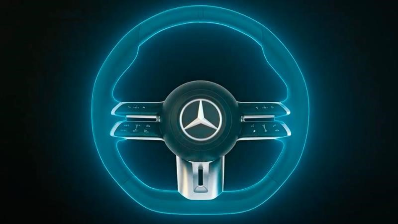 Mercedes-Benz presenta volante que detecta cuando el conductor quita las manos