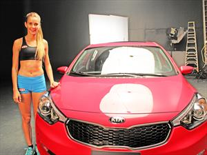 Isidora Jimenez protagoniza campaña del nuevo Kia Cerato 5