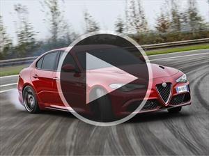 Video: Los pilotos de Ferrari se divierten con un Alfa Romero Giulia Quadrifoglio