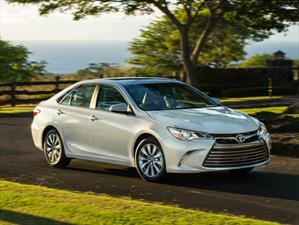 Toyota Camry 2017 tiene un precio inicial de $23,070 dólares