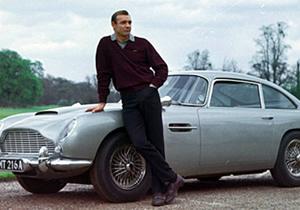 Se subastó el Aston Martin de James Bond en 4 millones de dólares