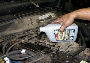 ¿Cada cuándo debo ponerle aceite a mi auto?