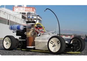 Un auto que funciona con desechos de aluminio y sosa cáustica