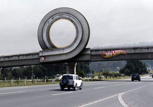 Un loop de Hot Wheels en tamaño real