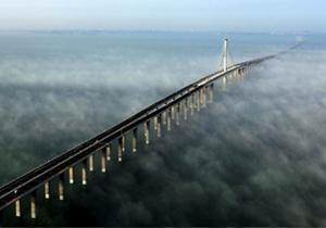China inaugura el puente vehicular más largo sobre el mar