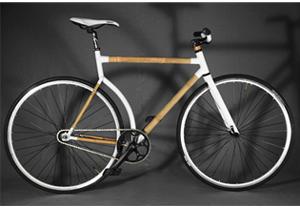 Una bicicleta  hecha de bambú