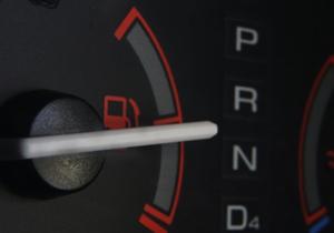 Obama anuncia rendimientos de combustible en autos para el 2025