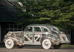 Un Pontiac Deluxe 6 completamente transparente subastado en 308,000 dólares