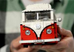 Una Volkswagen Combi 1962 hecha de Lego